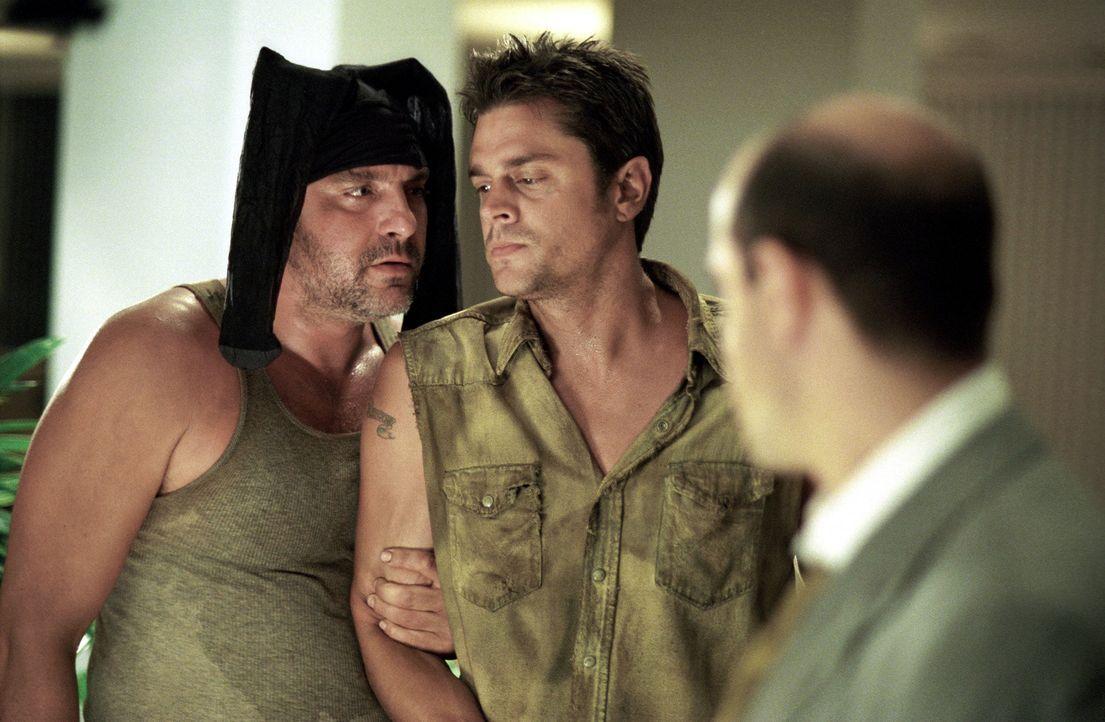 Immer da, wo Snake Dupree (Tom Sizemore, l.) und Eddie Leadbetter (Johnny Knoxville, M.) auftauchen, ist das Chaos vorprogrammiert ? - Bildquelle: Touchstone Pictures