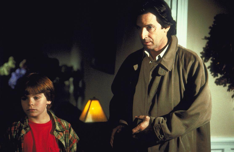 Zusammen mit dem berüchtigten Vampirjäger Malachi Van Helsing (Robert Carradine, r.) macht sich Taylor Hansen (Myles Jeffrey, l.) auf die Suche na... - Bildquelle: Walt Disney Pictures