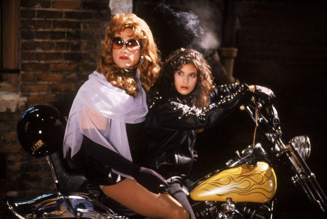 Mit einem genialen Trick gelingt es Gabriel Cash (Kurt Russell, l.), die entführte Katherine (Teri Hatcher, r.) zu befreien ... - Bildquelle: Warner Brothers