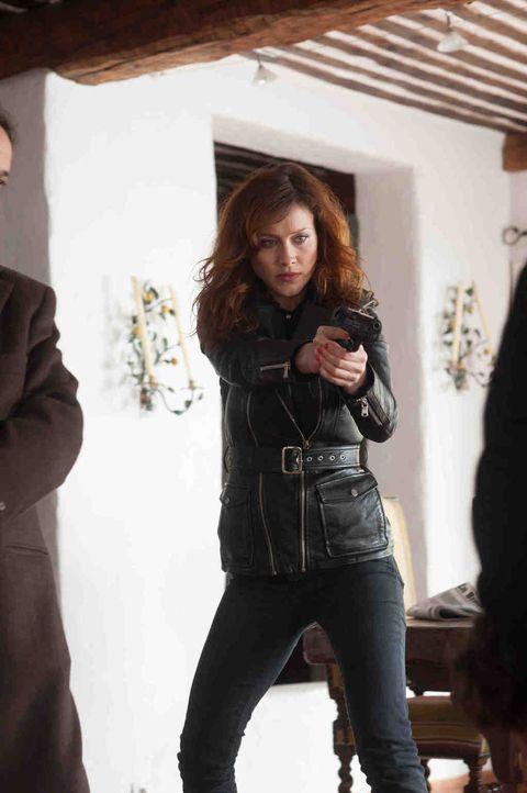 Während Eva (Gabriella Pession) ihre Heimatstadt in Italien besucht, wird ein Ermordeter angespült. Da erhält sie einen Anruf von einem mysteriösen... - Bildquelle: Francois Lefebvre 2013 Tandem Productions GmbH, TF1 Production SAS. All rights reserved.