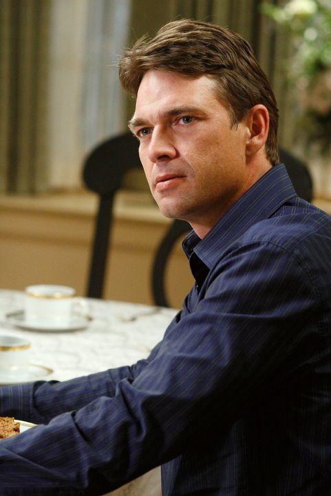 Ian (Dougray Scott) erfährt, dass Susan bei Mike im Gefängnis war und verlässt darauf hin das Essen bei Bree ... - Bildquelle: 2005 Touchstone Television  All Rights Reserved
