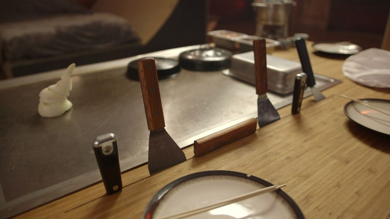 Geplant ist dieses Mal ein großer Indoor-Grill, der wie bei einer Dinner-Show als Fläche dient, um auf unterhaltsame Weise vor Gästen zu kochen ... - Bildquelle: Brojects Ontario LTD 2017