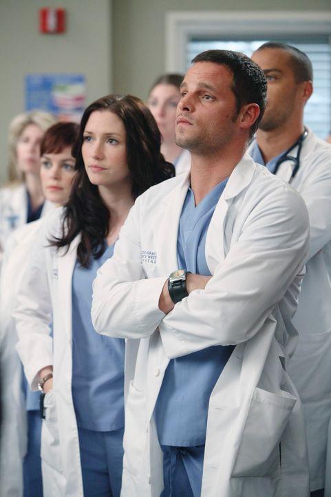 Sind über die Neuigkeiten im Seattle Grace Hospital überrascht: Lexie (Chyler Leigh, l.) und Alex (Justin Chambers, r.) ... - Bildquelle: Touchstone Television