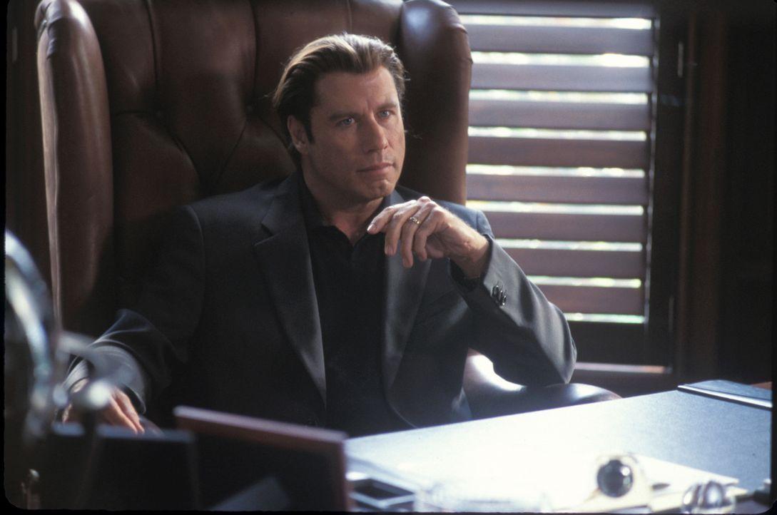 """Während der Showdown mit Howard Saint (John Travolta) immer näher kommt, entwickelt sich Frank Castle  zu """"the Punisher"""" ... - Bildquelle: Sony Pictures Television International. All Rights Reserved."""