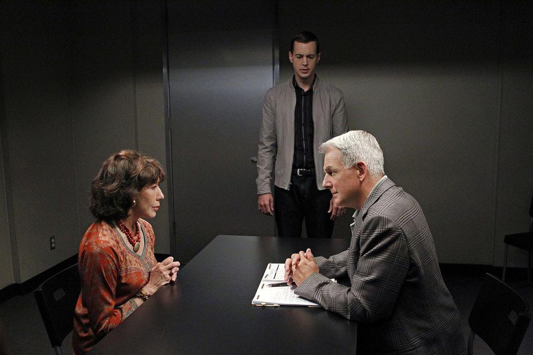 Das Team um Gibbs (Mark Harmon, r.) muss den Mord an einem Offizier untersuchen, der anscheinend an einem Geheimprojekt gearbeitet hat. Für McGee (S... - Bildquelle: CBS Television
