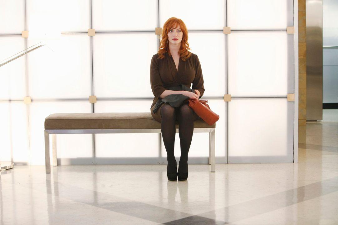 Während Megan den Tod eines Patienten, der kurz nach einer Operation verstorben ist, untersucht, beklagt Karen Archer (Christina Hendricks) den Tod... - Bildquelle: ABC Studios
