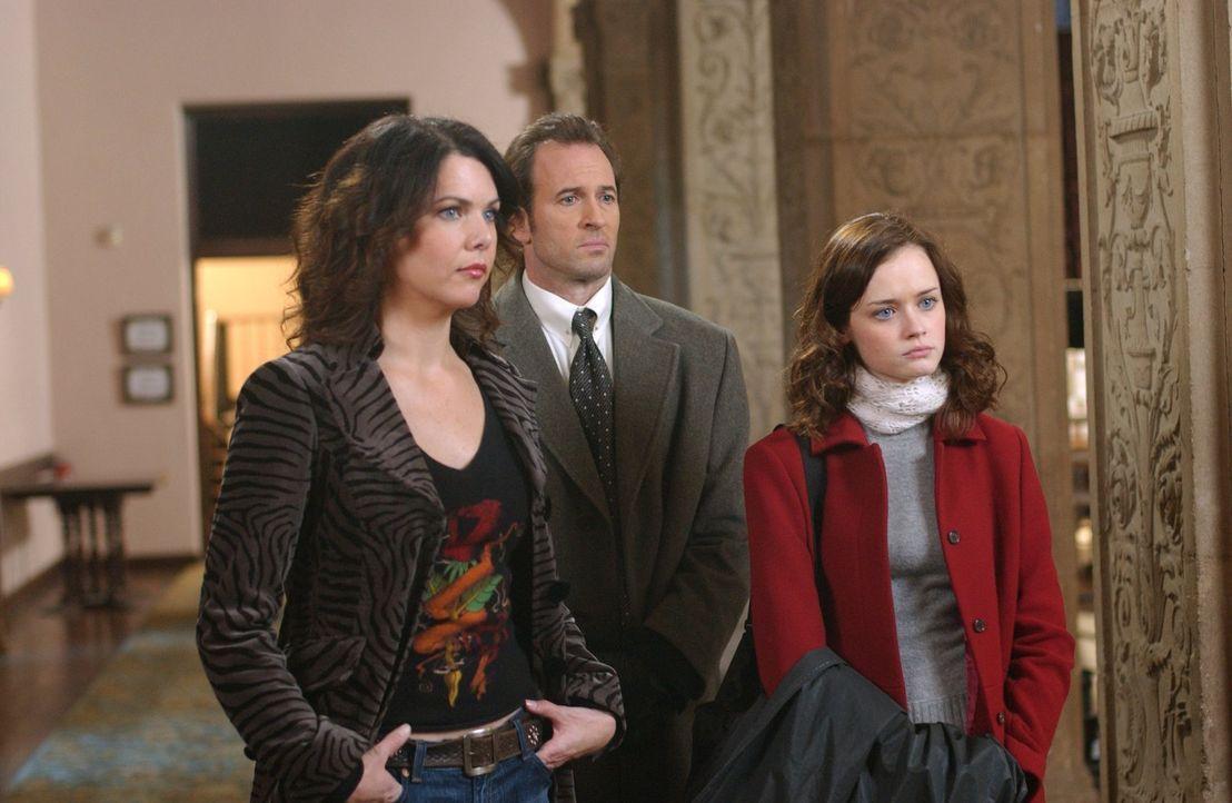 Hatten sich die erneute Hochzeit von Emily und Richard definitiv anders vorgestellt: (v.l.n.r.) Lorelai (Lauren Graham), Luke (Scott Patterson), Ror... - Bildquelle: 2004 Warner Bros.
