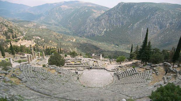 Der Apollo-Tempel mit dem Orakel von Delphi
