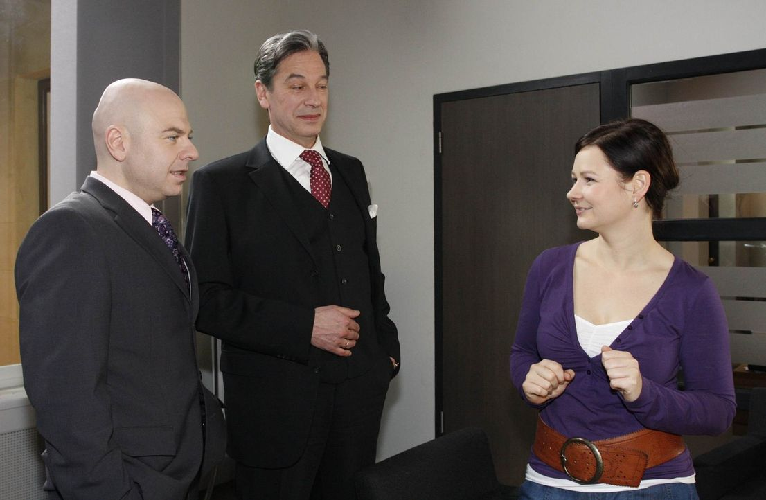 Oliver ist glücklich, als Eva mutig an seine Seite tritt. Oliver Gradmann (Prodromos Antoniadis, l.), Julius Aden (Günter Barton, M.) und Eva Ziel... - Bildquelle: SAT.1