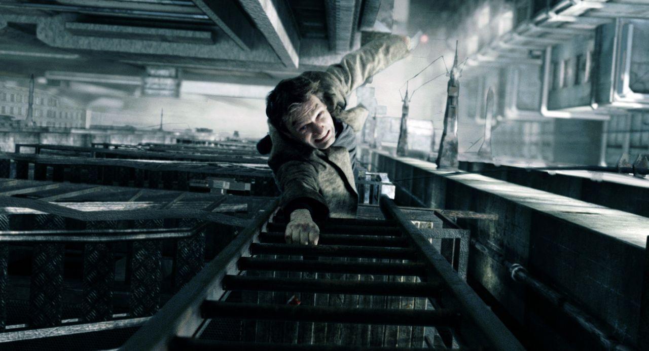 Ahnt nicht, dass seine Freiheit eine trügerische ist: Nikopol (Thomas Kretschmann) ... - Bildquelle: TF1 Films Productions