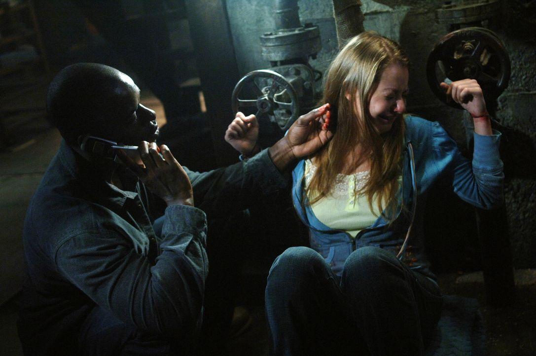 Gordon (Sterling K. Brown, l.) ist aus dem Gefängnis entwischt und führt nichts Gutes im Schilde. Doch was hat er mit dem Mädchen (Natalia Minuta, r... - Bildquelle: Warner Bros. Television