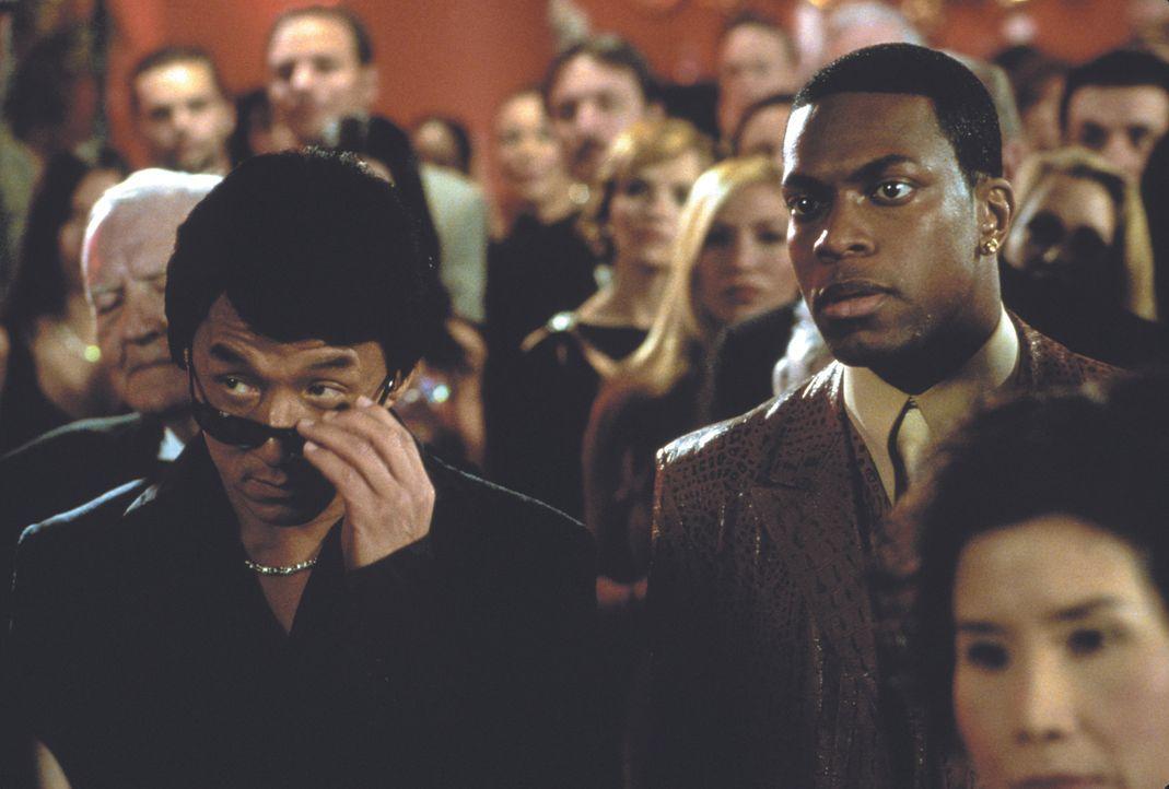 Eigentlich wollen Hongkong-Inspektor Lee (Jackie Chan, l.) und sein Kollege Carter (Chris Tucker, r.) vom L.A. Police Department endlich mal richtig... - Bildquelle: Warner Bros.