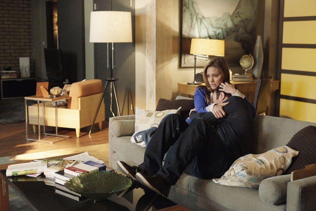 Während Sheldon und Sam auf Brautschau gehen, macht sich Charlotte (KaDee Strickland, l.) Sorgen um Cooper (Paul Adelstein, r.), der mit der momenta... - Bildquelle: ABC Studios