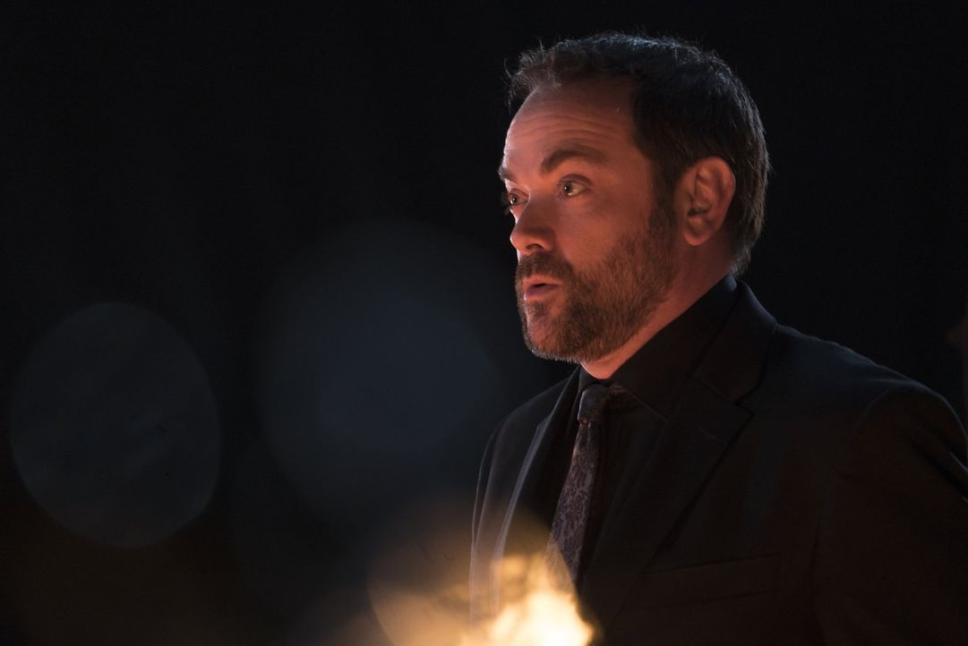 Fasst zusammen mit Sam einen gefährlichen Plan: Crowley (Mark Sheppard) ... - Bildquelle: 2014 Warner Brothers