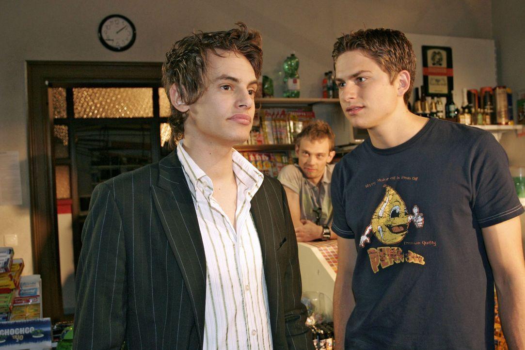 Timo (Matthias Dietrich, r.) lässt Alexander (Shai Hoffmann, l.) nicht an sich ran. - Bildquelle: Noreen Flynn Sat.1