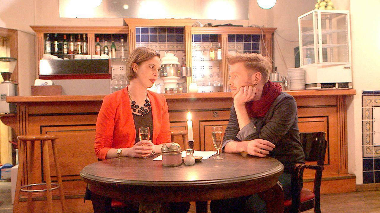 Niki (l.) wird klar, dass sie sich zwischen Jacques und Max entscheiden muss. Kommt Hennings (r.) Offenbarung, Jacques habe sich in sie verknallt ha... - Bildquelle: SAT.1