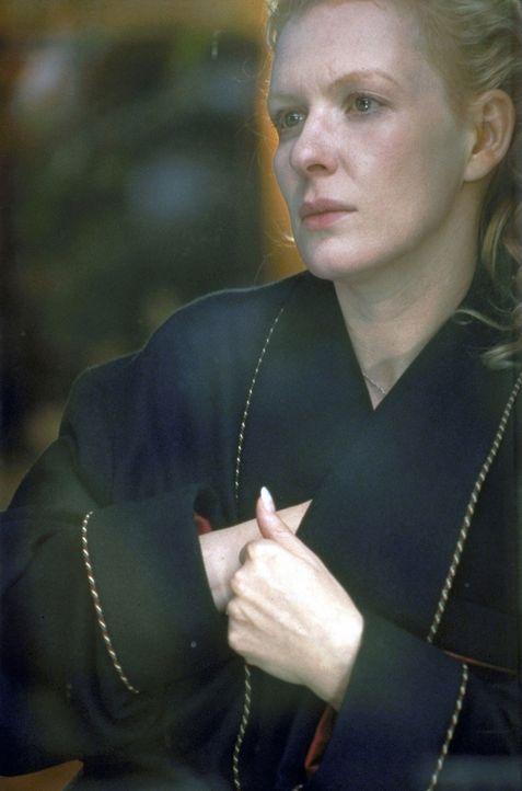 Connie Decker (Sunnyi Melles), Ehefrau des Clan-Chefs, scheint von den Schicksalsschlägen wie gelähmt zu sein ... - Bildquelle: Magdalena Mate ProSieben