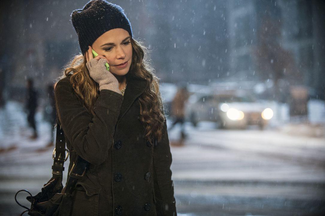 Gerade als Liza (Sutton Foster) versucht, sich an ihr neues Leben als Mitte 20-Jährige zu gewöhnen, meldet sich ihre Tochter mit Heimweg bei ihr. Wi... - Bildquelle: Hudson Street Productions Inc 2015