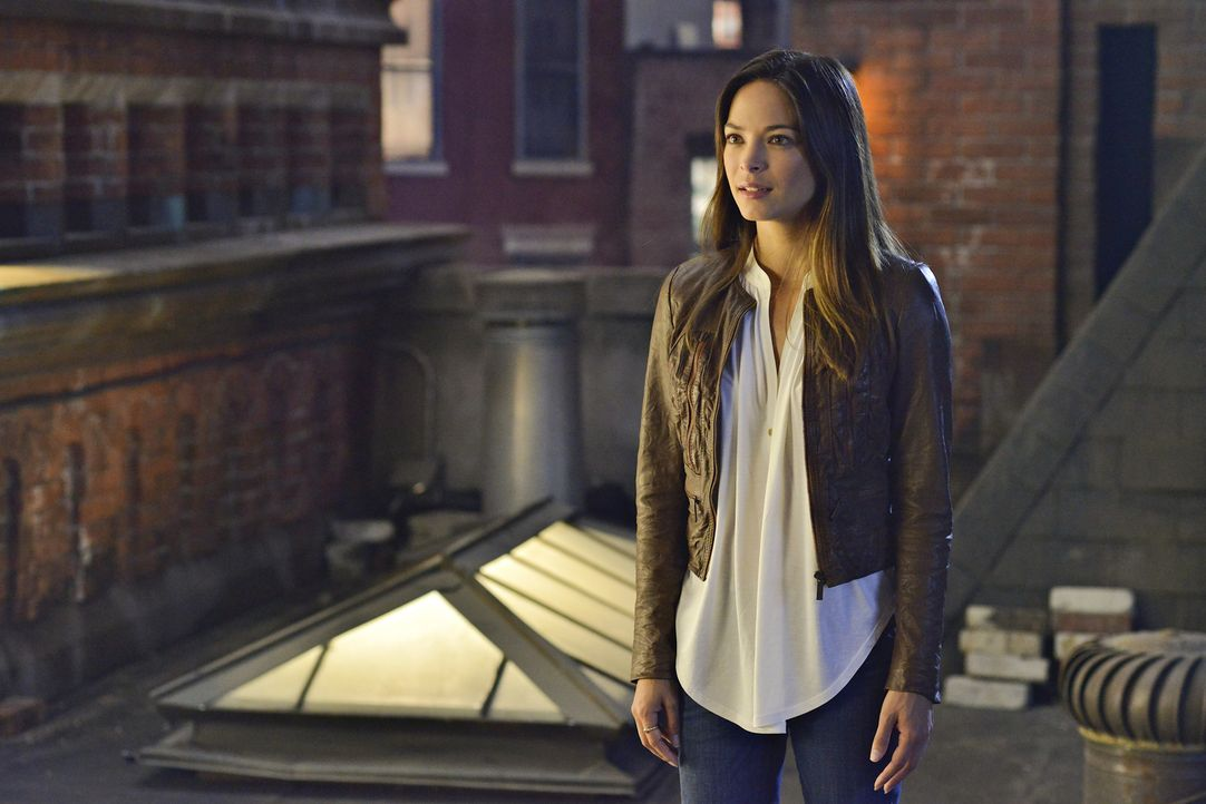 Versucht, mehr über Vincents Mission herauszufinden: Catherine (Kristin Kreuk) ... - Bildquelle: 2013 The CW Network, LLC. All rights reserved.