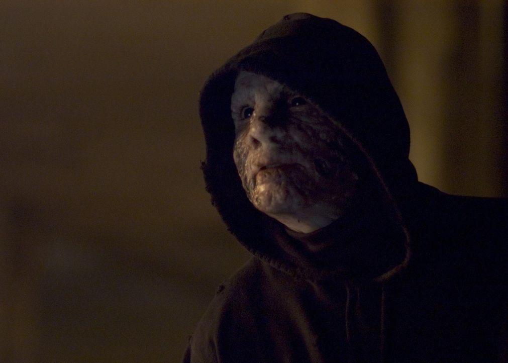 Erst spät wird Michael (Christian Slater) klar, dass er dem Tod geweiht ist, wenn er nicht ein Heilmittel auftreiben kann ... - Bildquelle: 2006 Destination Films Distribution Company, Inc. All Rights Reserved.