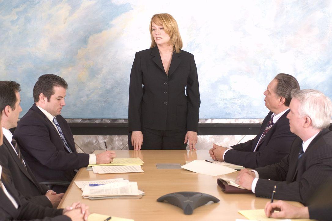 """Martha Stewart (Cybill Shepherd, M.) hat ihren eigenen """"American Dream"""" verwirklicht. Aus einem kleinen Catering-Betrieb hat sie ein erfolgreiches U... - Bildquelle: TM &   2009 CBS Studios Inc. All Rights Reserved."""