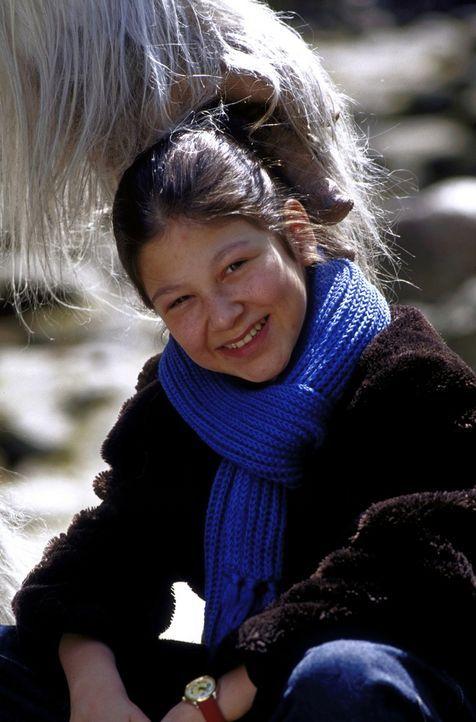 Charlie (Ines Nieri) findet in dem Yeti einen Leidensgenossen. Beide vermissen ihre Mutter ... - Bildquelle: Leslie Haslam ProSieben