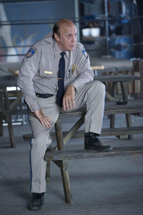 Das größte Anliegen von Polizeichef Wayne Unser (Dayton Callie ) ist es, Charming von Verbrechen wie Prostitution, Drogenhandel und Gewalt fernzuh... - Bildquelle: 2009 Twentieth Century Fox Film Corporation and Bluebush Productions, LLC. All rights reserved.