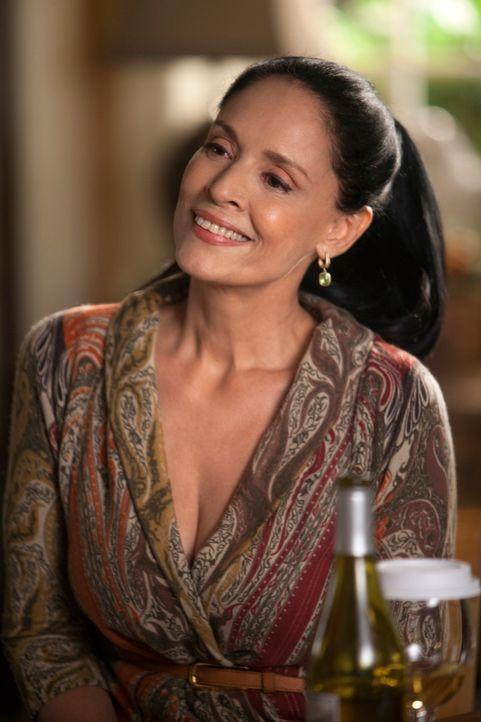 Lucs Mutter Gabriela Laurent (Sonia Braga) kommt überraschend zu Besuch und schon bald kommt es zum Eklat ... - Bildquelle: 2010 American Broadcasting Companies, Inc. All rights reserved.