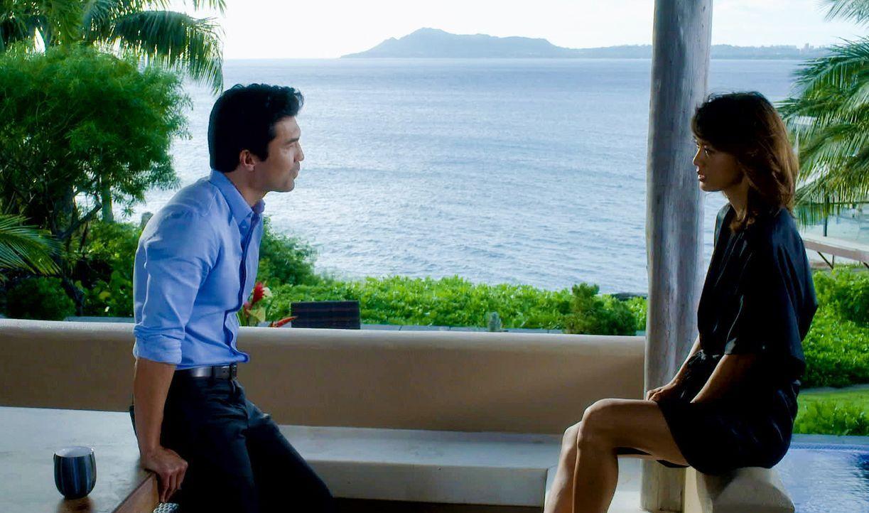 Haben sie eine gemeinsame Zukunft vor sich? Kono (Grace Park, r.) und Adam (Ian Anthony Dale, l.) ... - Bildquelle: 2014 CBS Broadcasting Inc. All Rights Reserved.
