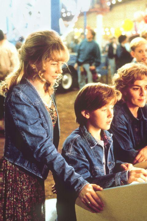 In Virginia freundet sich Matt (Tom Guiry, M.) mit der liebenswerten April (Michelle Williams, l.) an ... - Bildquelle: Paramount Pictures