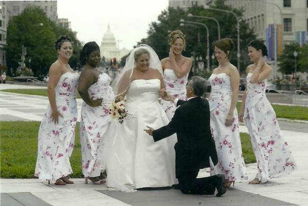 Hier fühlen sich zukünftige Bräute schon vor der Hochzeit wie ein Star: Bei Kleinfeld in Manhattan, dem größten Brautkleid-Shop der Welt, finden sie... - Bildquelle: sixx