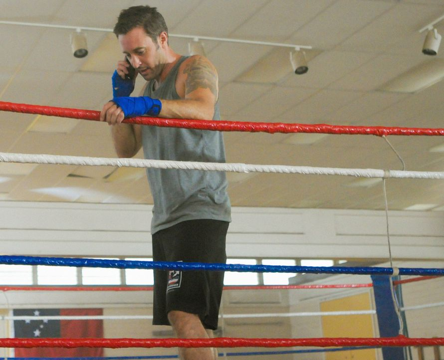 Brooke Waiakea, eine Hula-Tänzerin, wird ermordet. Steve (Alex O'Loughlin) und seine Kollegen beginnen mit den Ermittlungen, um den Täter zu fassen... - Bildquelle: Norman Shapiro 2014 CBS Broadcasting Inc. All Rights Reserved.