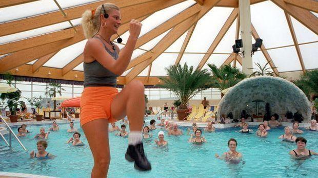 Wasser-Gymnastik_dpa - Bildfunk