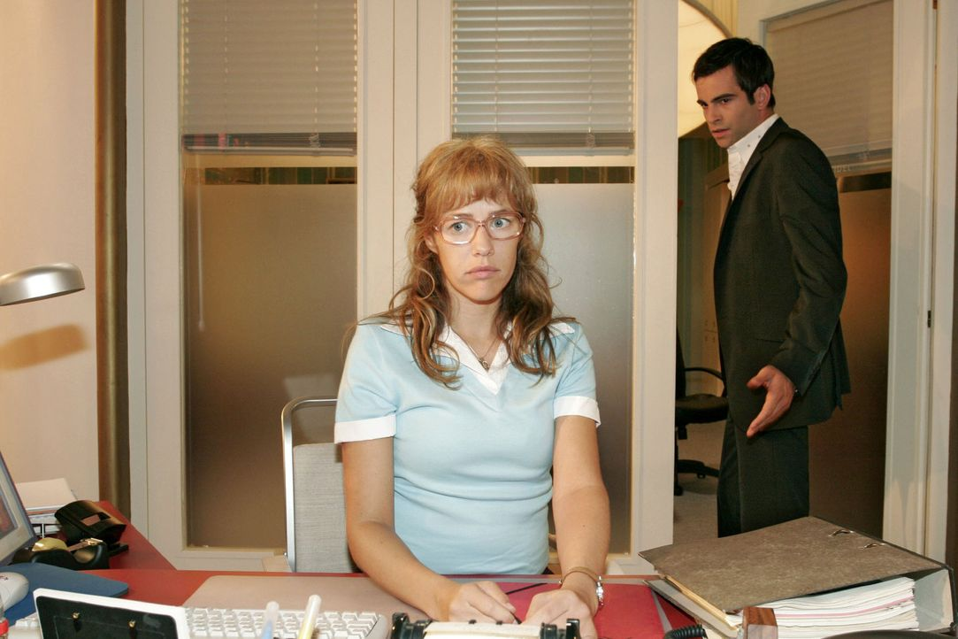 David (Mathis Künzler, r.) bittet Lisa (Alexandra Neldel, l.), mit ihm die Location für seine Traumhochzeit mit Mariella zu besichtigen - und ihm mi... - Bildquelle: Noreen Flynn Sat.1