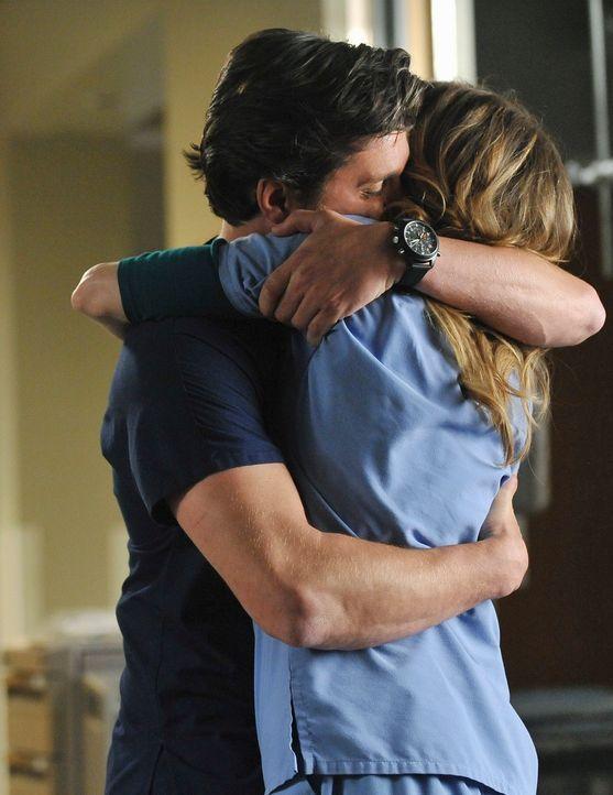 Alex muss mit Bailey kämpfen, denn sie weigert sich, ihn operieren zu lassen, bevor er nicht die Kugel aus seiner Brust entfernen lässt, während Der... - Bildquelle: ABC Studios
