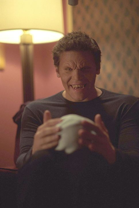 Um seinen Sohn vor Vampirsekten und Dämonen zu schützen, bringt Angel (David Boreanaz) ihn an einen geheimen Ort ... - Bildquelle: 20th Century Fox. All Rights Reserved.