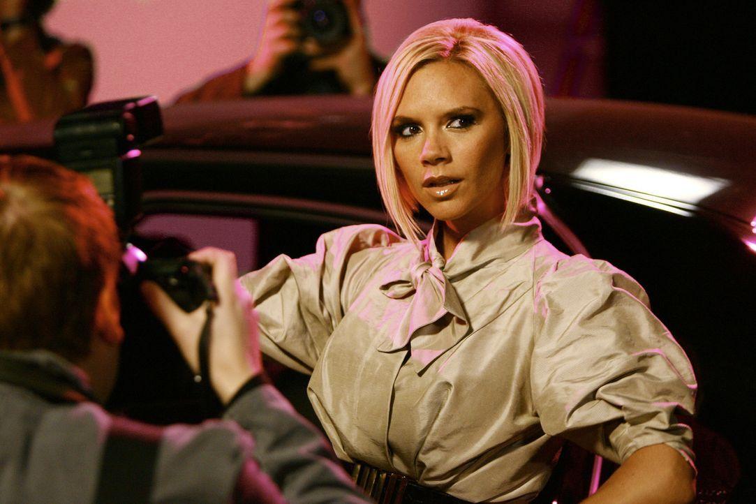 Wilhelmina muss feststellen, dass ihre Brautjungfer Victoria Beckham viel mehr Aufmerksamkeit erhält als sie. Das passt ihr gar nicht ... - Bildquelle: Buena Vista International Television