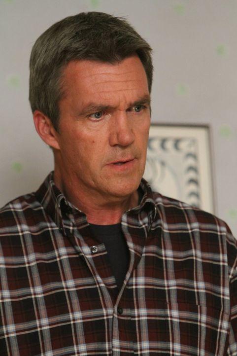 Weil Frankie denkt, dass Männer früher von Altersbeschwerden geplagt werden als Frauen, drängt sie Mike (Neil Flynn) dazu, sich vom Arzt durchchecke... - Bildquelle: Warner Brothers