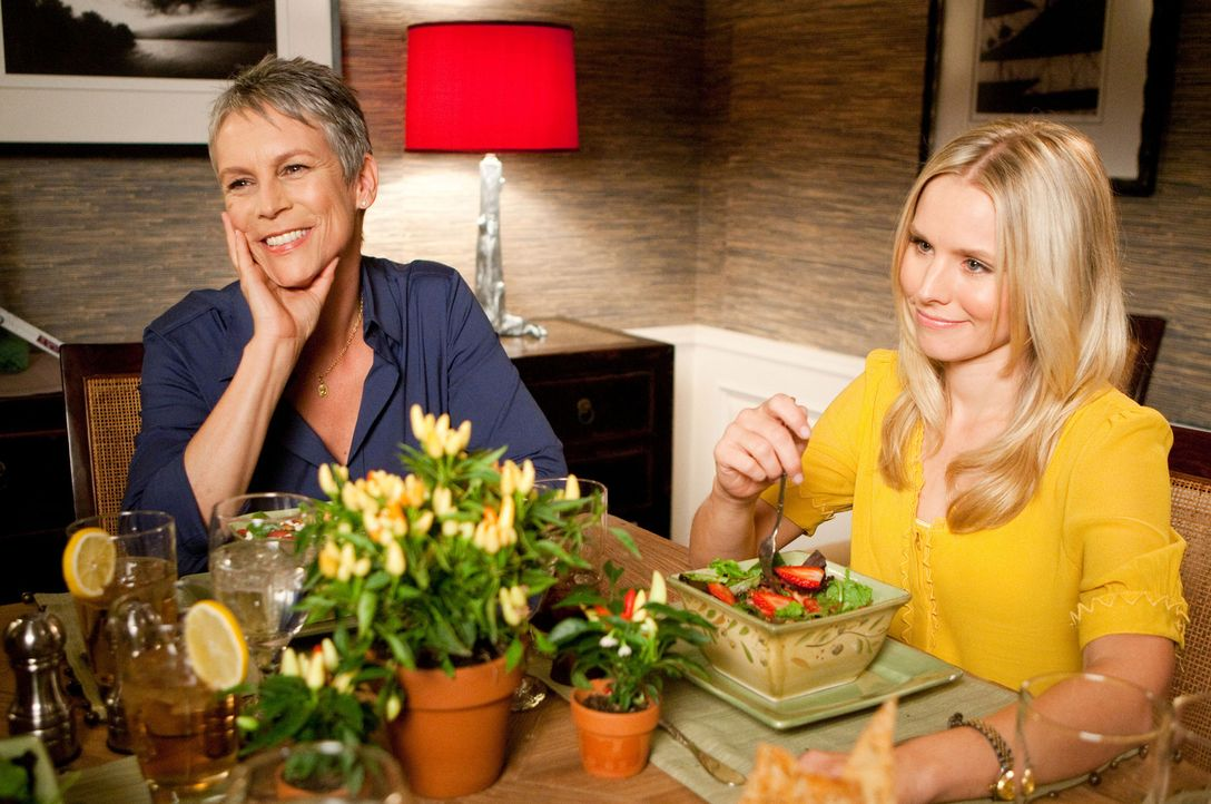 Werden mit einem unangenehmen Teil ihrer Vergangenheit konfrontiert: Gail (Jamie Lee Curtis, l.) und Marni (Kristen Bell, r.) ... - Bildquelle: Mark Fellman Touchstone Pictures.  All rights reserved