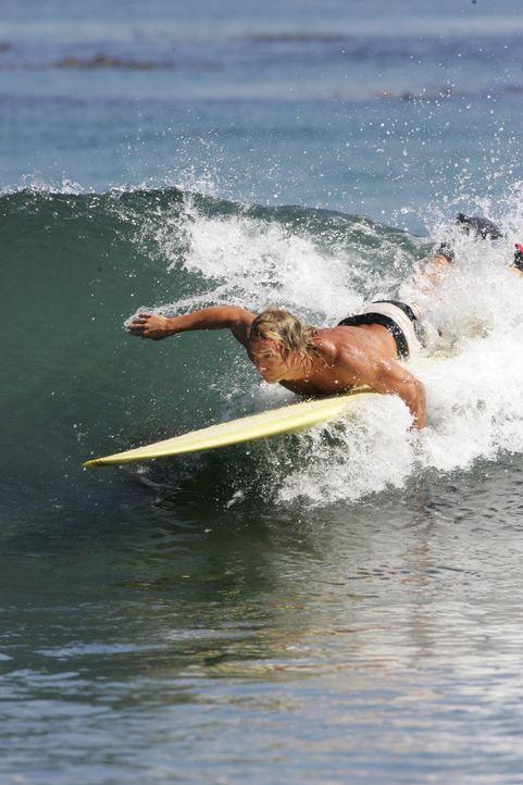 Wenn die Wellen mit ordentlichem Schwung hoch auflaufen, die Sonne scheint und zudem noch scharfe Bräute zusehen, ist für den Surf-Profi Steve Add...