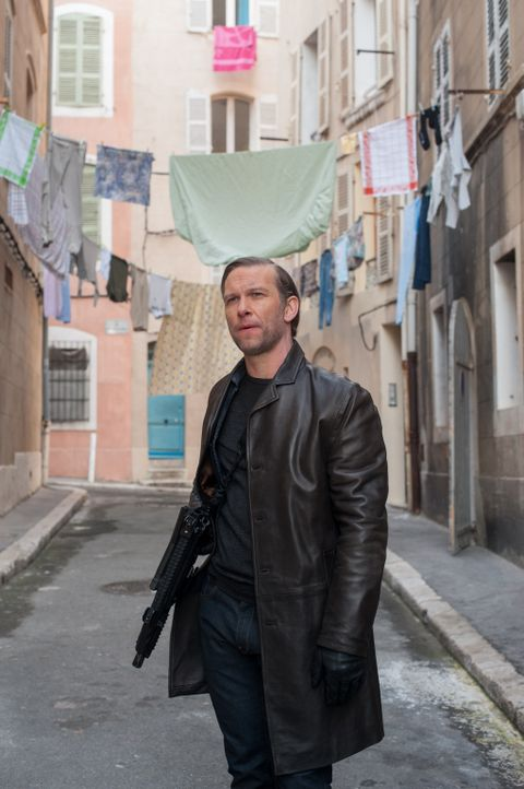 Lucien (Yann Sundberg) scheint ein schlechter Juwelendieb zu sein, doch in Wirklichkeit hat er es auch gar nicht auf kostbare Preziosen abgesehen ... - Bildquelle: Francois Lefebvre Tandem Productions GmbH. TF1 Production SAS. All rights reserved
