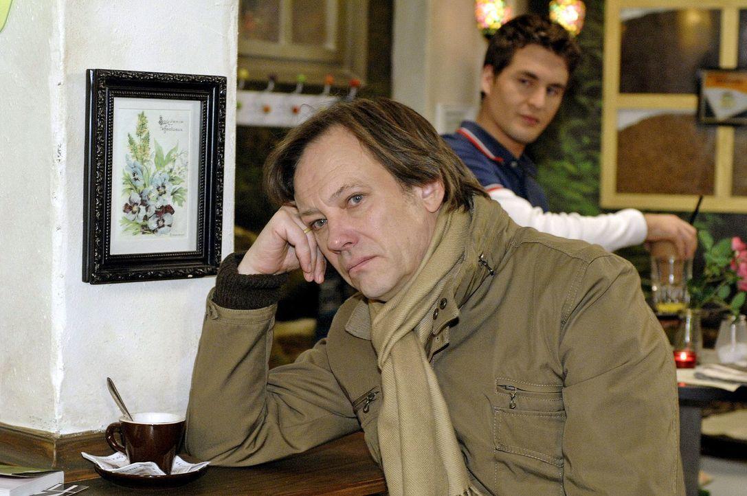 Armin (Rainer Will, l.) sucht den Rat von Lars (Alexander Klaws, r.), der ihn auf eine Idee bringt ... - Bildquelle: Oliver Ziebe Sat.1