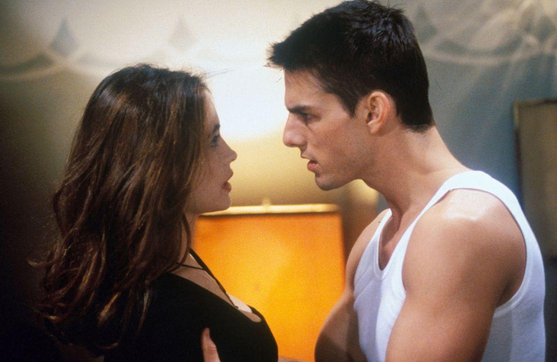 Kann Ethan (Tom Cruise, r.) Claire (Emmanuelle Béart, l.) vertrauen? - Bildquelle: TM & Copyright   Paramount Pictures. All rights reserved.