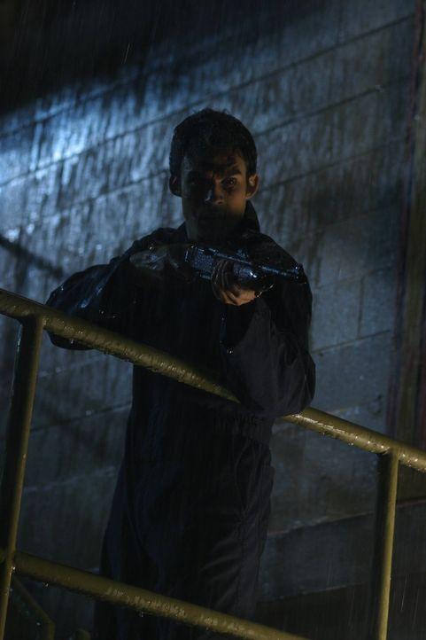 Kann Adam Knight (Ian Somerhalder) noch aufgehalten werden? - Bildquelle: Warner Bros.