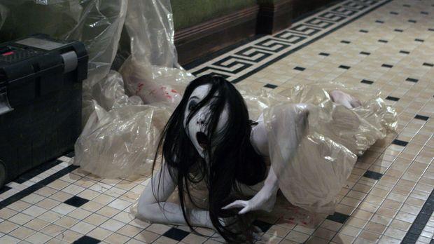 Kayakos (Aiko Horiuchi) Fluch greift dieses Mal nach den Bewohnern eines klei...