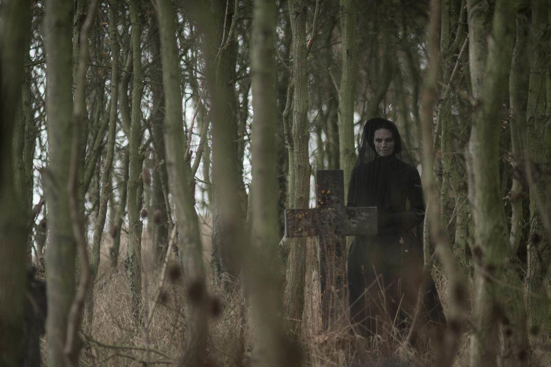 Der Geist der längst verstorbenen Frau in Schwarz (Leanne Best) treibt auf dem Eel Marsh Anwesen auf einer abgelegenen Insel ihr Unwesen und verbrei... - Bildquelle: Nick Wall Angelfish Films Limited 2014 Photo