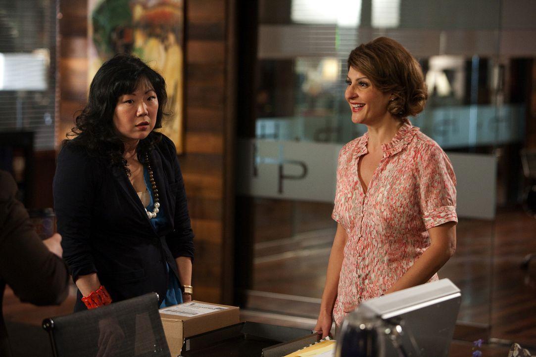 Jane vertritt eine freie Mitarbeiterin der Kanzlei: Lisa (Nia Vardalos, r.). Die ist zufällig dahintergekommen, dass ihre Eltern nicht ihre leiblic... - Bildquelle: 2009 Sony Pictures Television Inc. All Rights Reserved.
