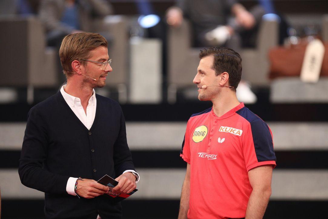 Timo Boll (r.) ist ein wahrer Meister in seinem Fach und trotzdem bringt Joko (l.) den Tischtennis-Europameister mit einem Herausforderer, der dem P... - Bildquelle: Jens Hartmann ProSieben