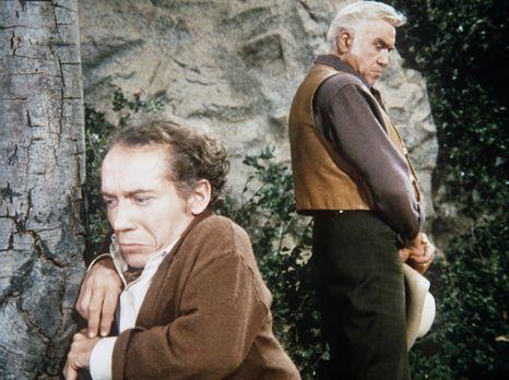 Bonanza - Ben Cartwright (Lorne Greene, r.) möchte dem Liliputaner George Mar...