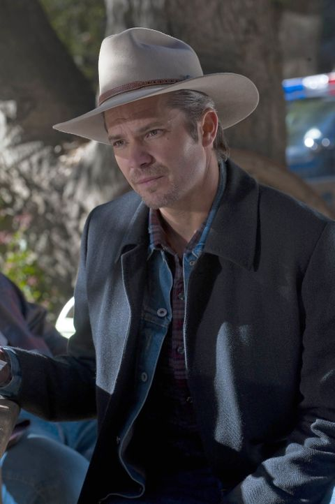 U.S. Marshal Raylan Givens (Timothy Olyphant) muss sich mal wieder mit Familie Bennett herumärgern ... - Bildquelle: 2011 Sony Pictures Television Inc. and Bluebush Productions, LLC. All Rights Reserved.